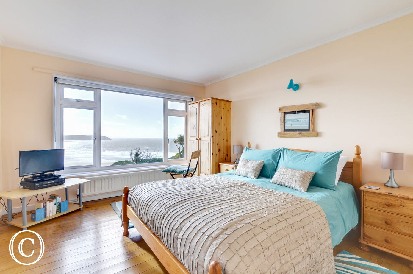 Ground floor double room with TV and magnificent sea views