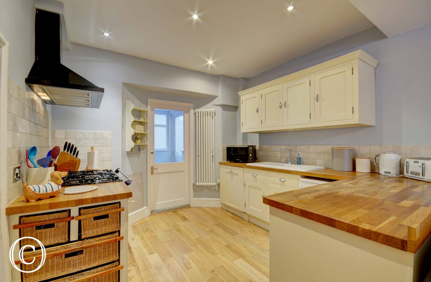 Kitchen area complete with Rangemaster stove and wooden work surfaces