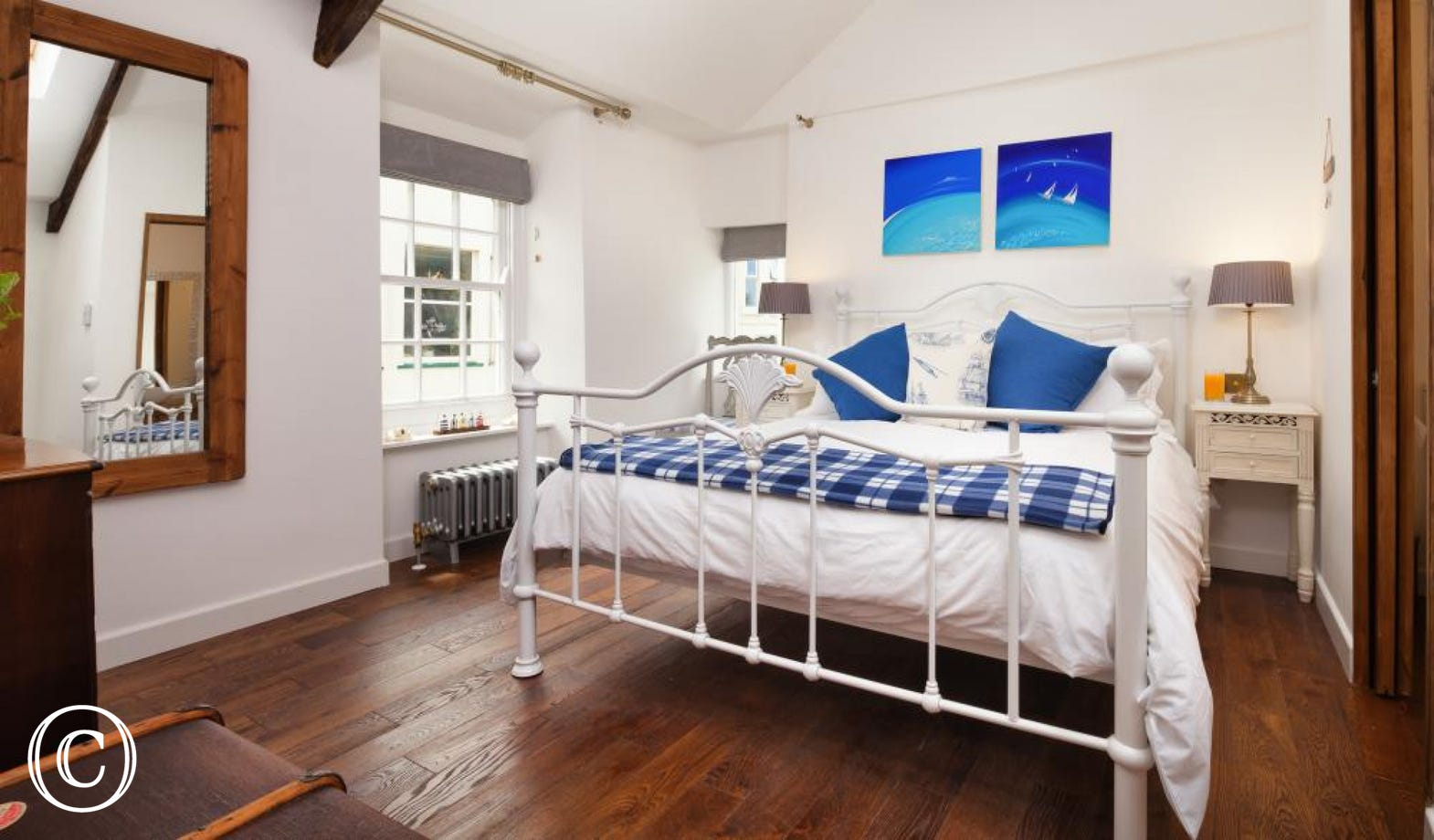 Master kingsize bedroom with en-suite WC & handbasin. Lofted ceilings with Velux windows gives a spacious airy ambience.