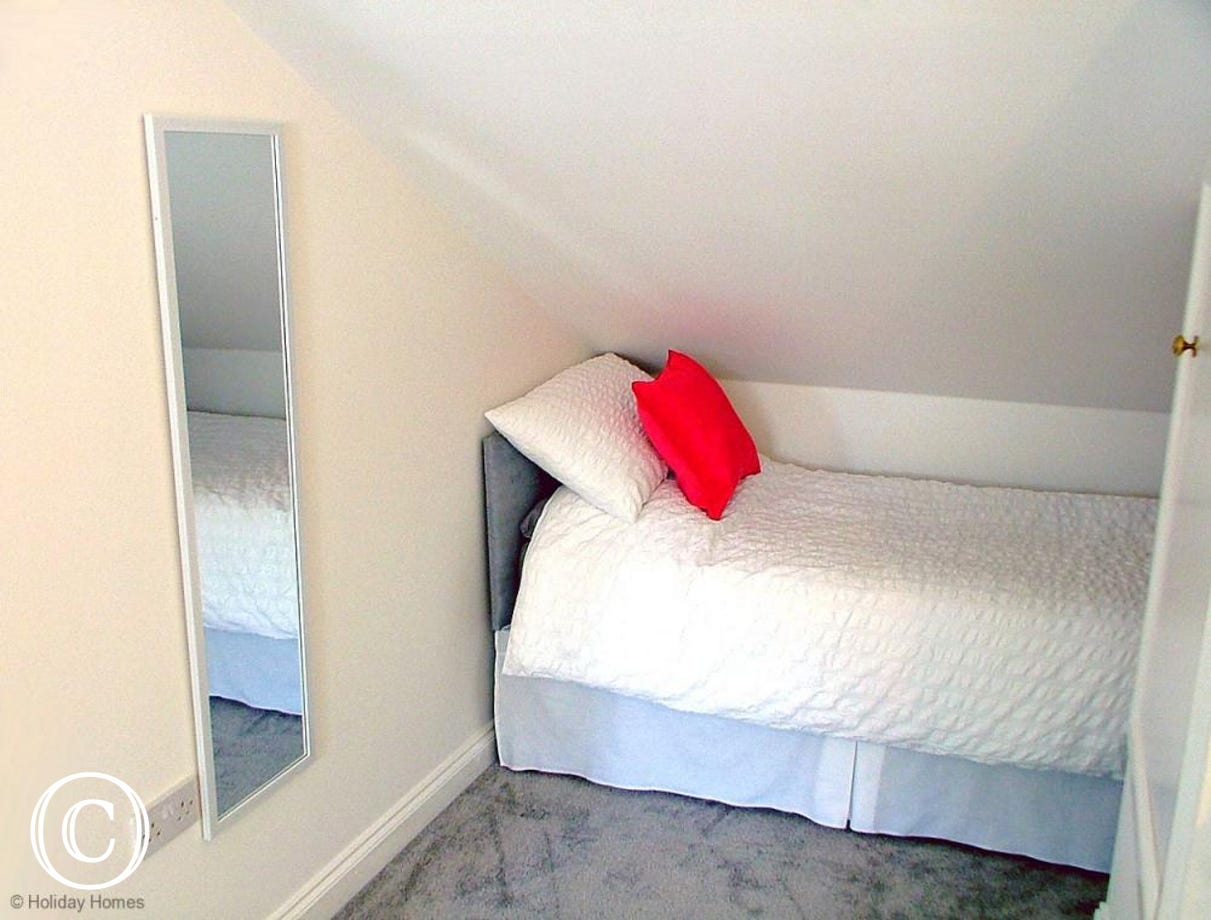 Mount Braddon Mews Torquay - Additional single bed for a child in the Main Bedroom