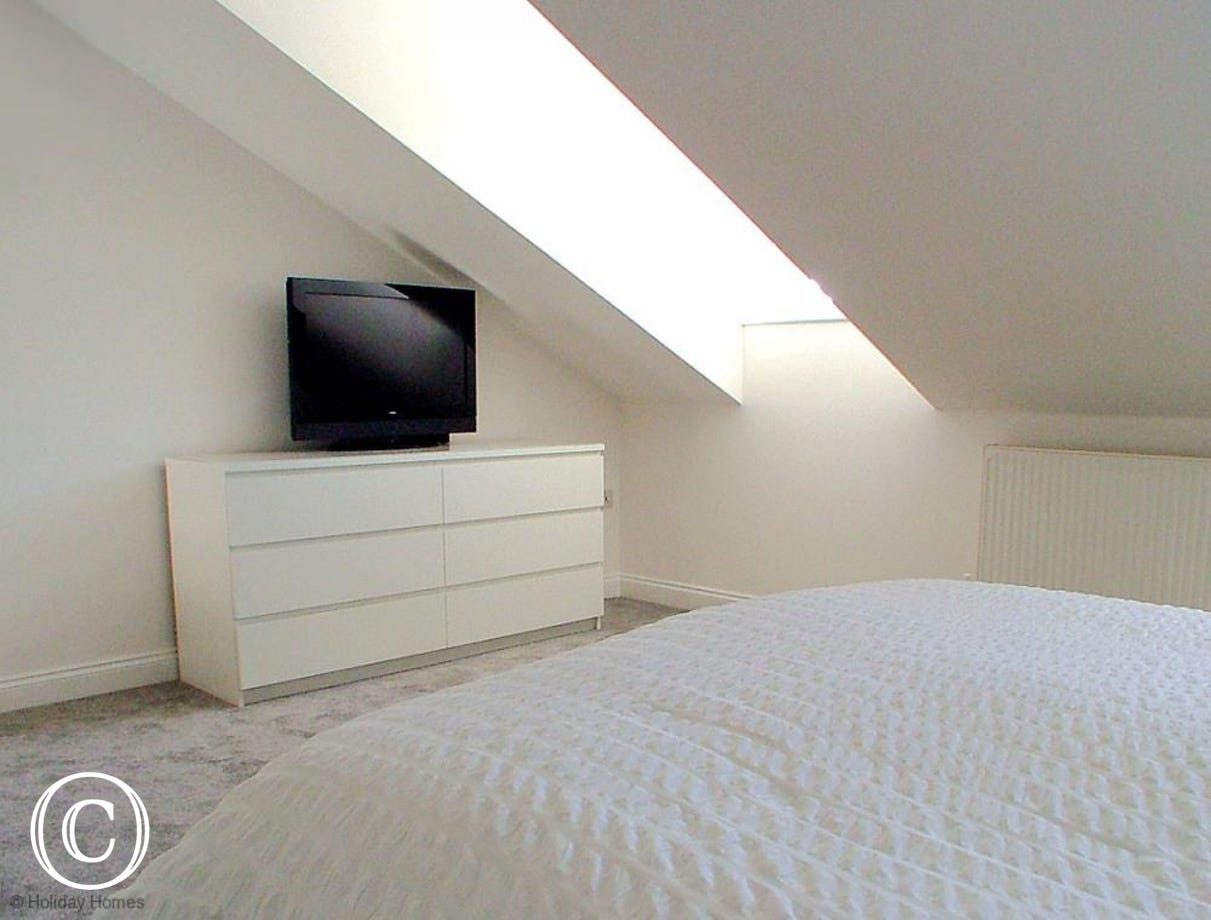 Mount Braddon Mews Torquay - Large TV for the main bedroom