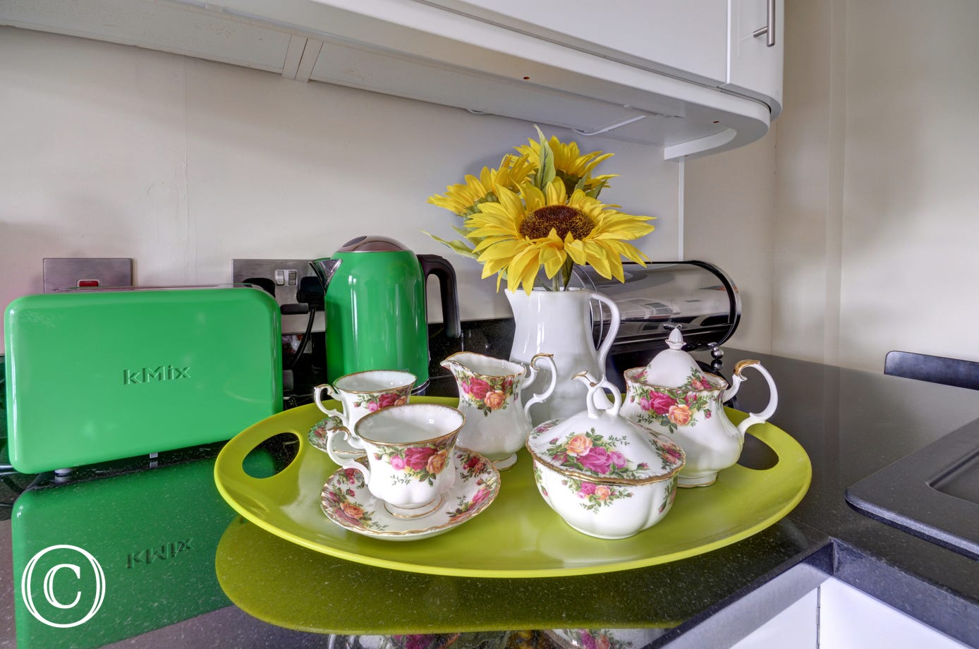 Tea for two at Cedars Lodge!