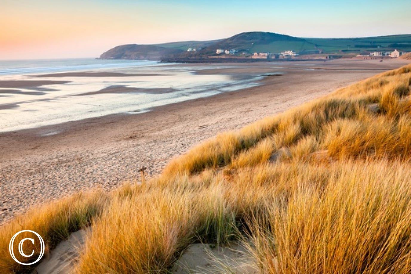 Just a few minutes walk from the road leading to the centre of the village and golden sandy beach of Croyde