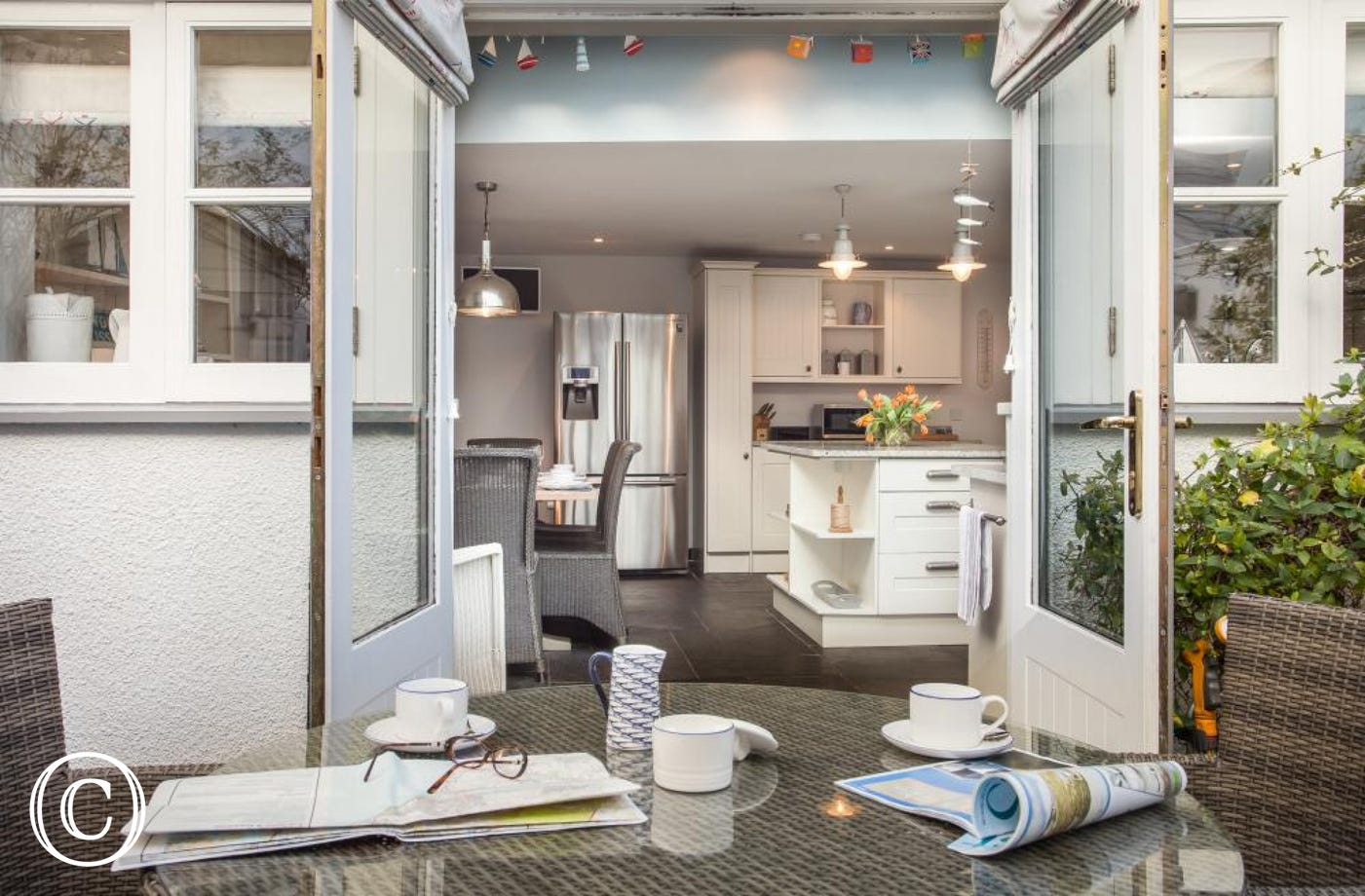 Open the kitchen French doors and enjoy outdoor courtyard ambience