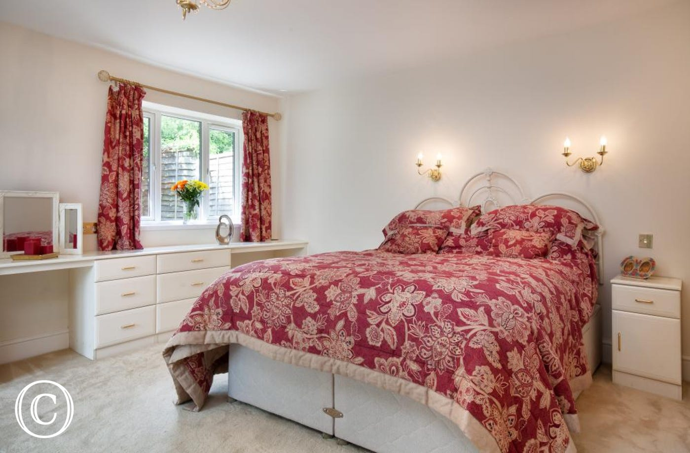 Spacious Ground Floor Bedroom with Long Dressing Table