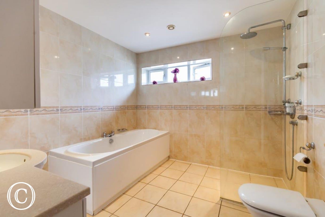 Shower or Bath in the En Suite - The Choice is Yours!