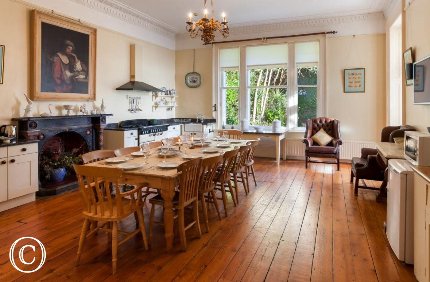 Longcroft House, Torquay - Kitchen with large dining table