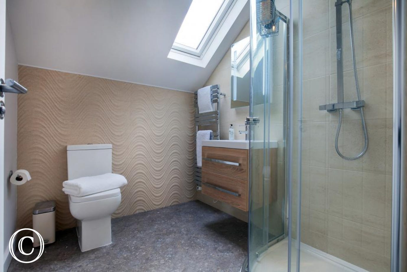 Upstairs master bedroom en-suite shower room