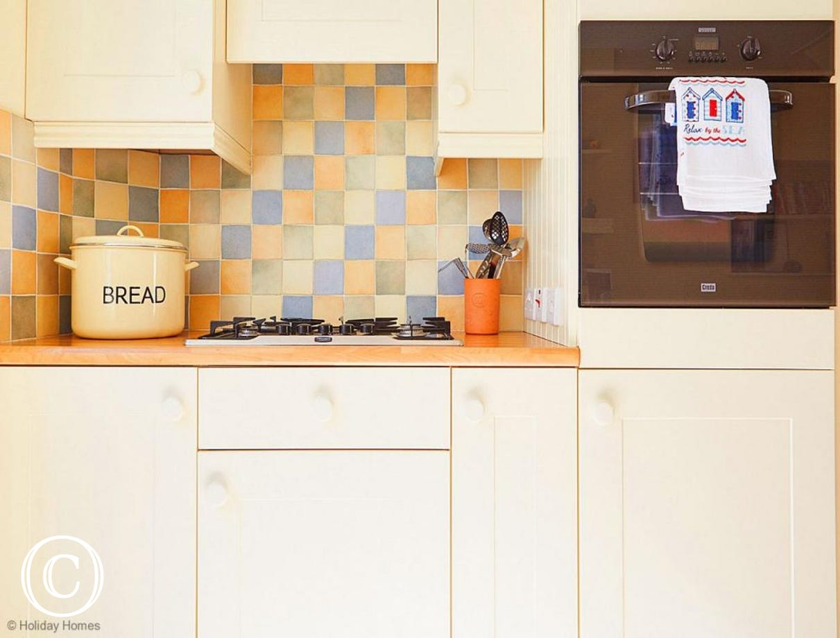 Quayside Cottage Teignmouth - Modern fitted Kitchen