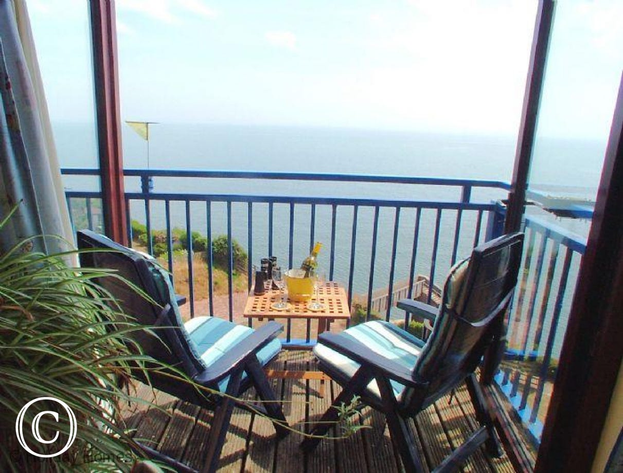 Rockstone Holiday Apartment Dawlish  - Step from the lounge onto the balcony