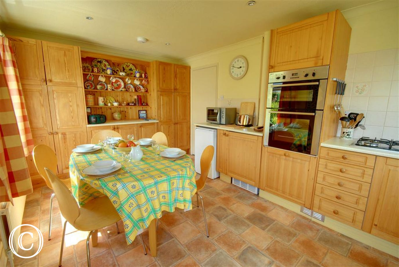 Country style kitchen, well equipped and plenty of units and worktops to prepare meals on
