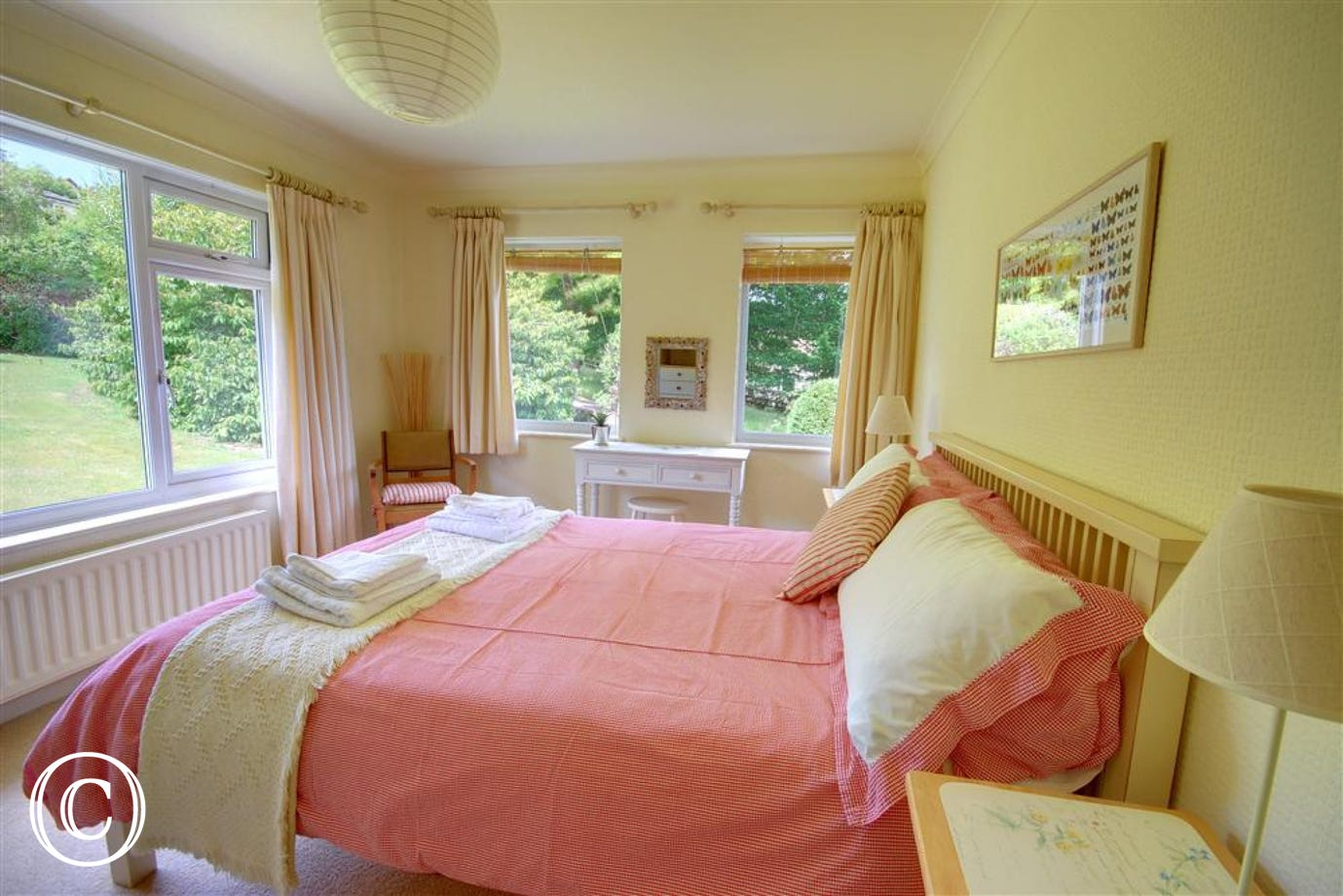 Lots of large picture windows with views over the garden in the Kingsized bedroom