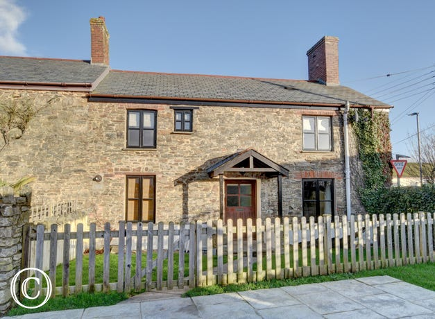 Cross Farm Cottage is centrally located near vibrant cafes, shops, pubs and restaurants