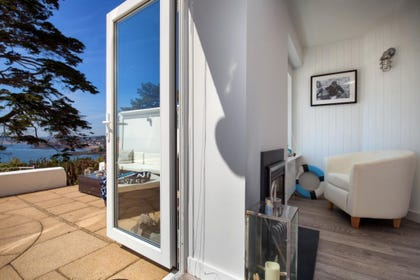 Bright and Spacious Sea Views Apartment in Torbay