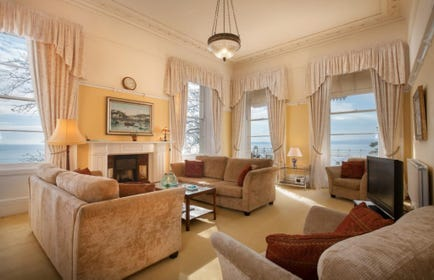 spacious self-catering seaview apartment to rent in Hesketh Crescent, Torquay Devon