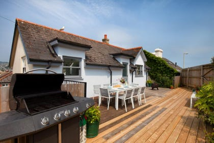 BBQ Garden Area Terrace Decking Private Enclosed Suntrap
