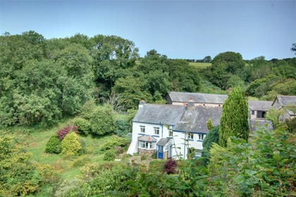 This property is the wing of a 17th Century Exmoor farmhouse.