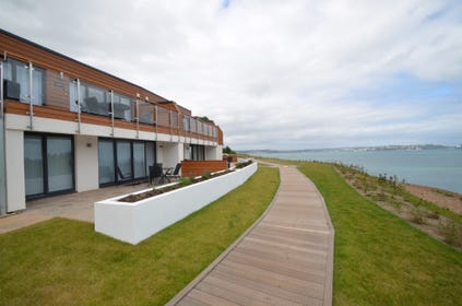 A contemporary and stylish first floor holiday apartment overlooking the sea.