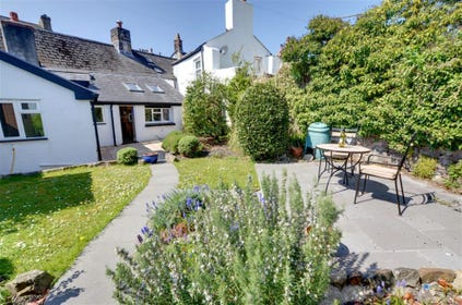 Wonderful enclosed patio and garden where you can relax and enjoy an al fresco meal after a busy day sightseeing