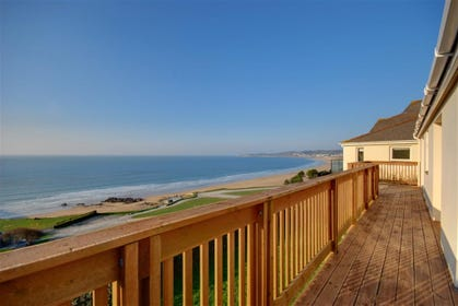 Stunning sea views from the verandah.