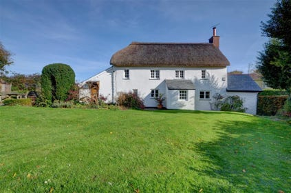 Situated in the small hamlet of Kingsheanton, Fritham Cottage combines the charm of a period building with modern touches