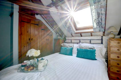Double bedroom room with sky light