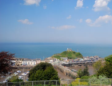 Harbour Heights is a superb ground floor apartment sitting in an elevated position and enjoying extensive views over the picturesque harbour of Ilfracombe