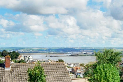 Tidal View has the most stunning far reaching views over the Taw & Torridge Estuary to the pretty village of Instow, stretching along the coastline to Saunton and beyond