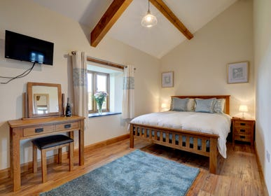 The cosy King with dressing table, TV and wonderful countryside views