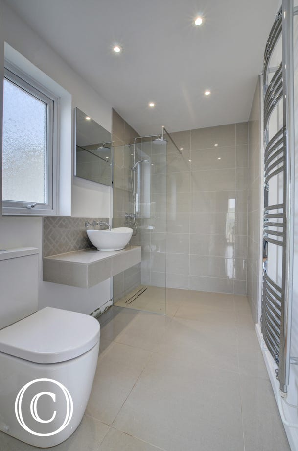 Contemporary style ensuite bathroom with large walk in shower