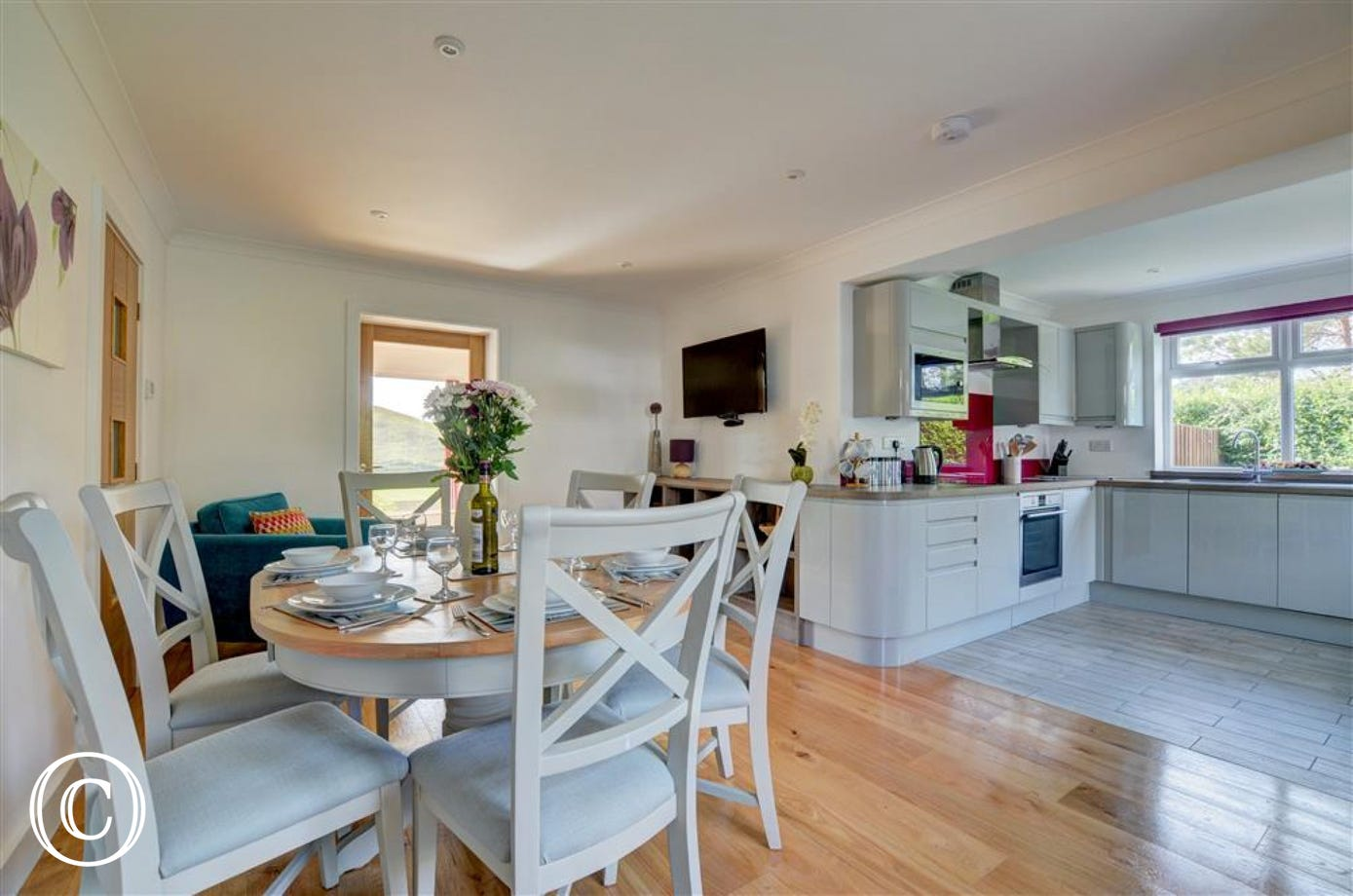 The well-equipped and sociable kitchen and dining space
