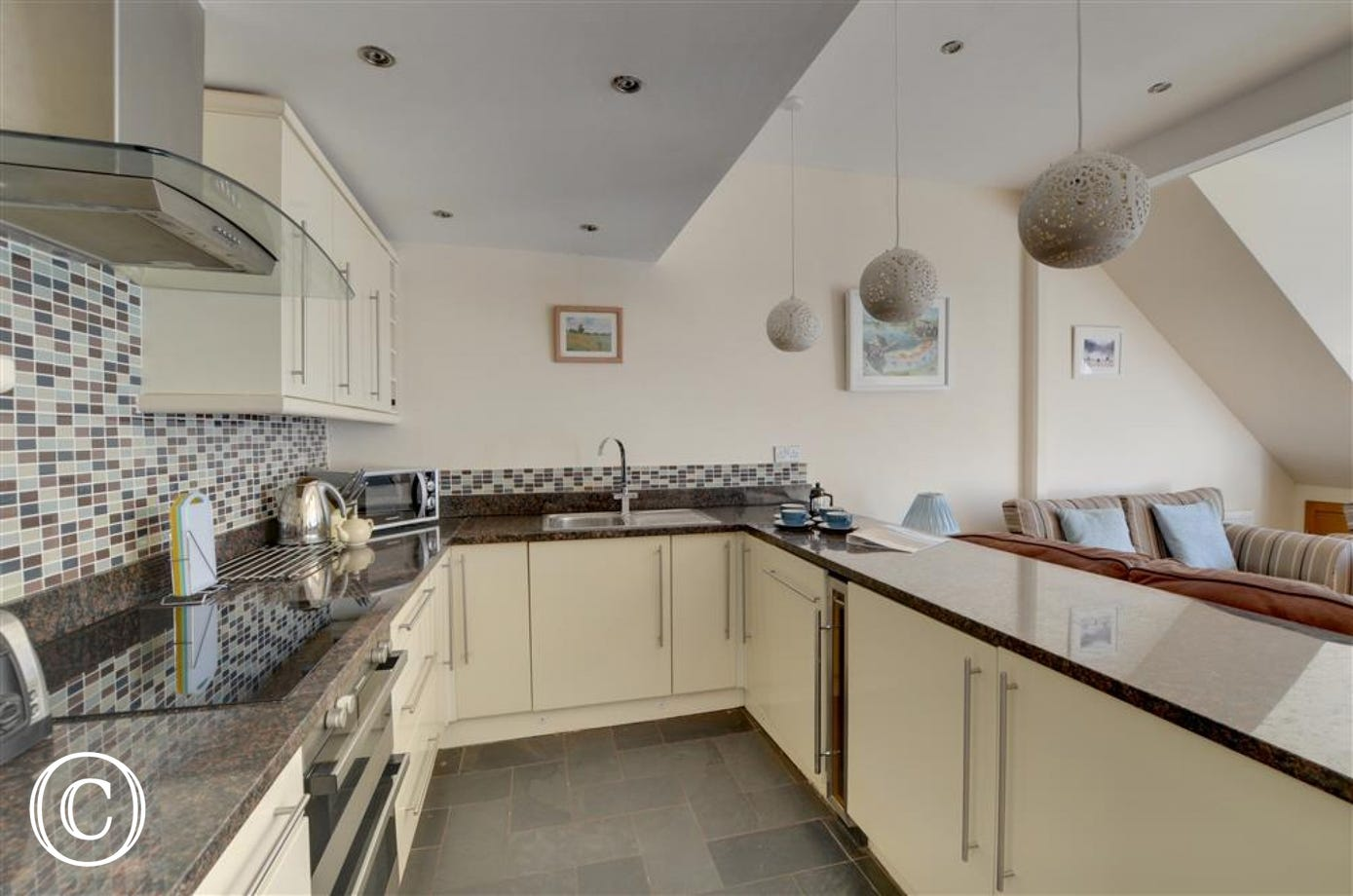 Attractive, modern and well equipped kitchen