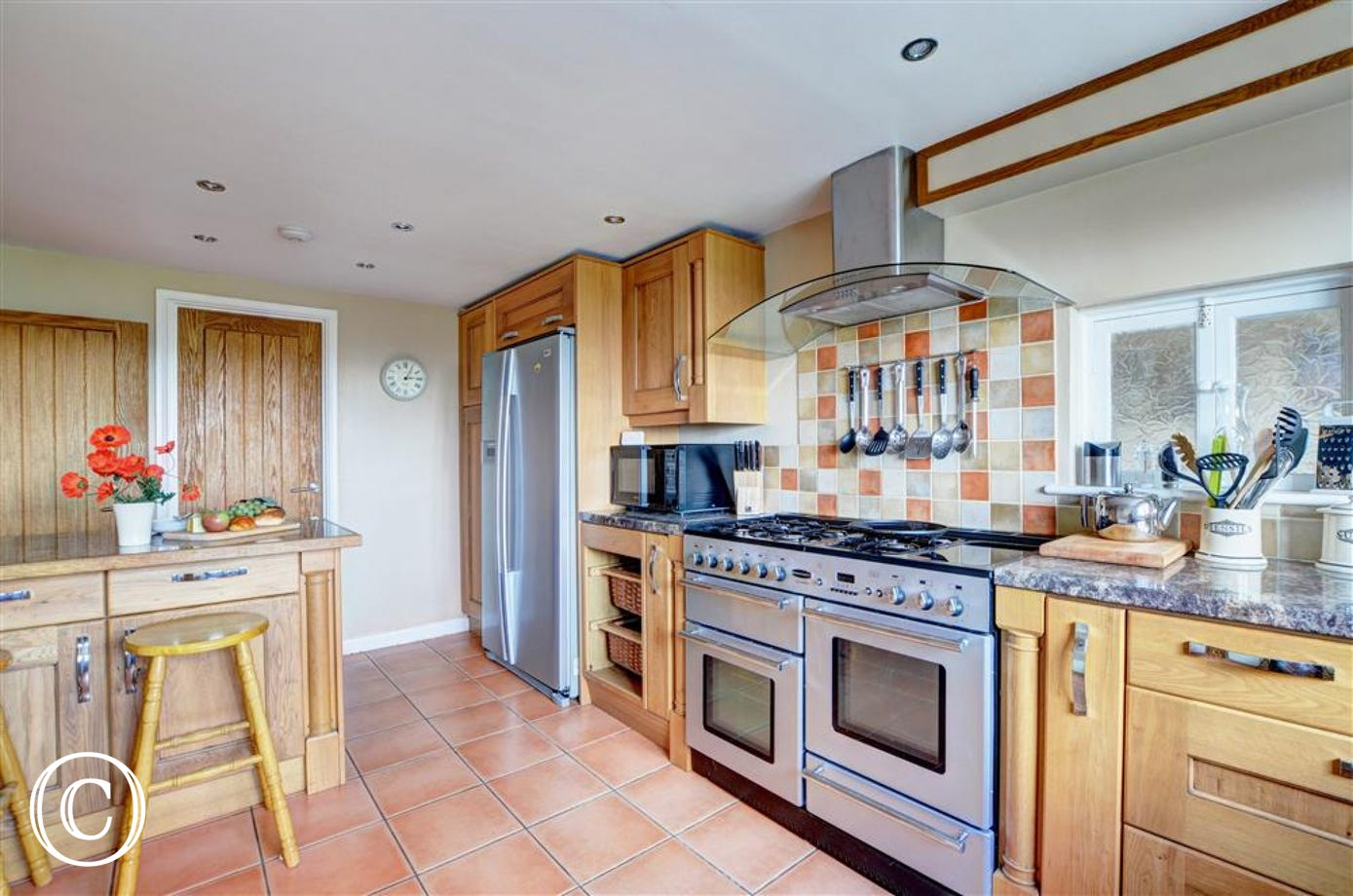 The spacious kitchen has a double oven and is very well equipped