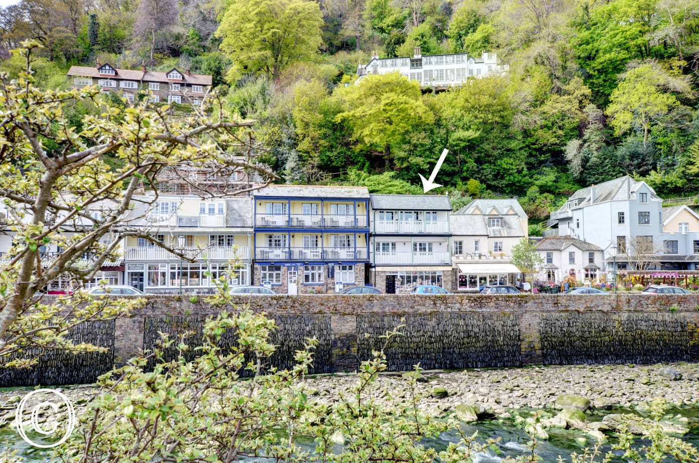 Being directly on the front it offers the most wonderful views over the river, harbour and coastal headlands in the renown Exmoor village of Lynmouth
