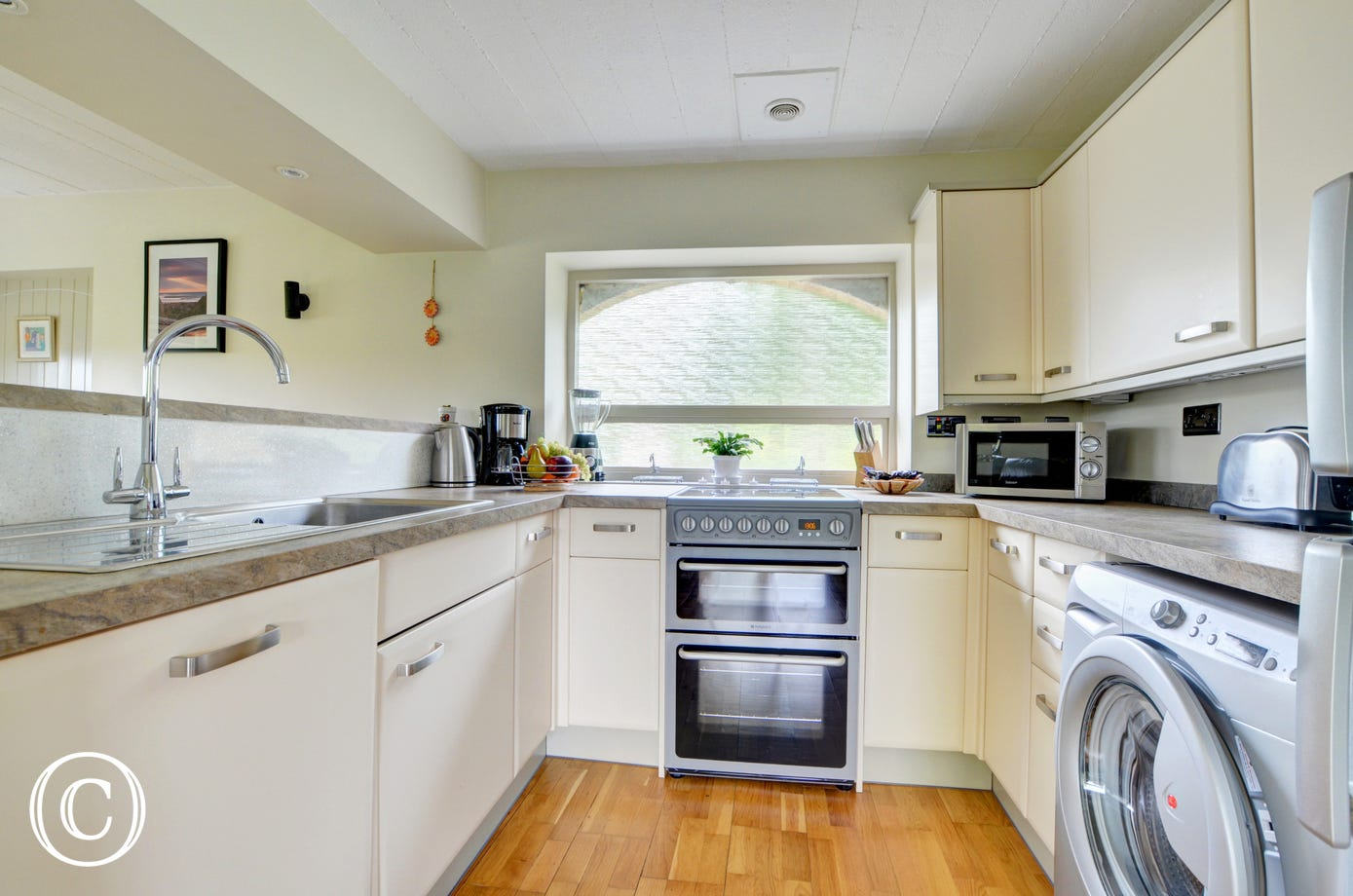 The kitchen is well equipped if you are planning to stay in and cook supper or preparing a breakfast to eat al fresco, enjoying the fabulous views