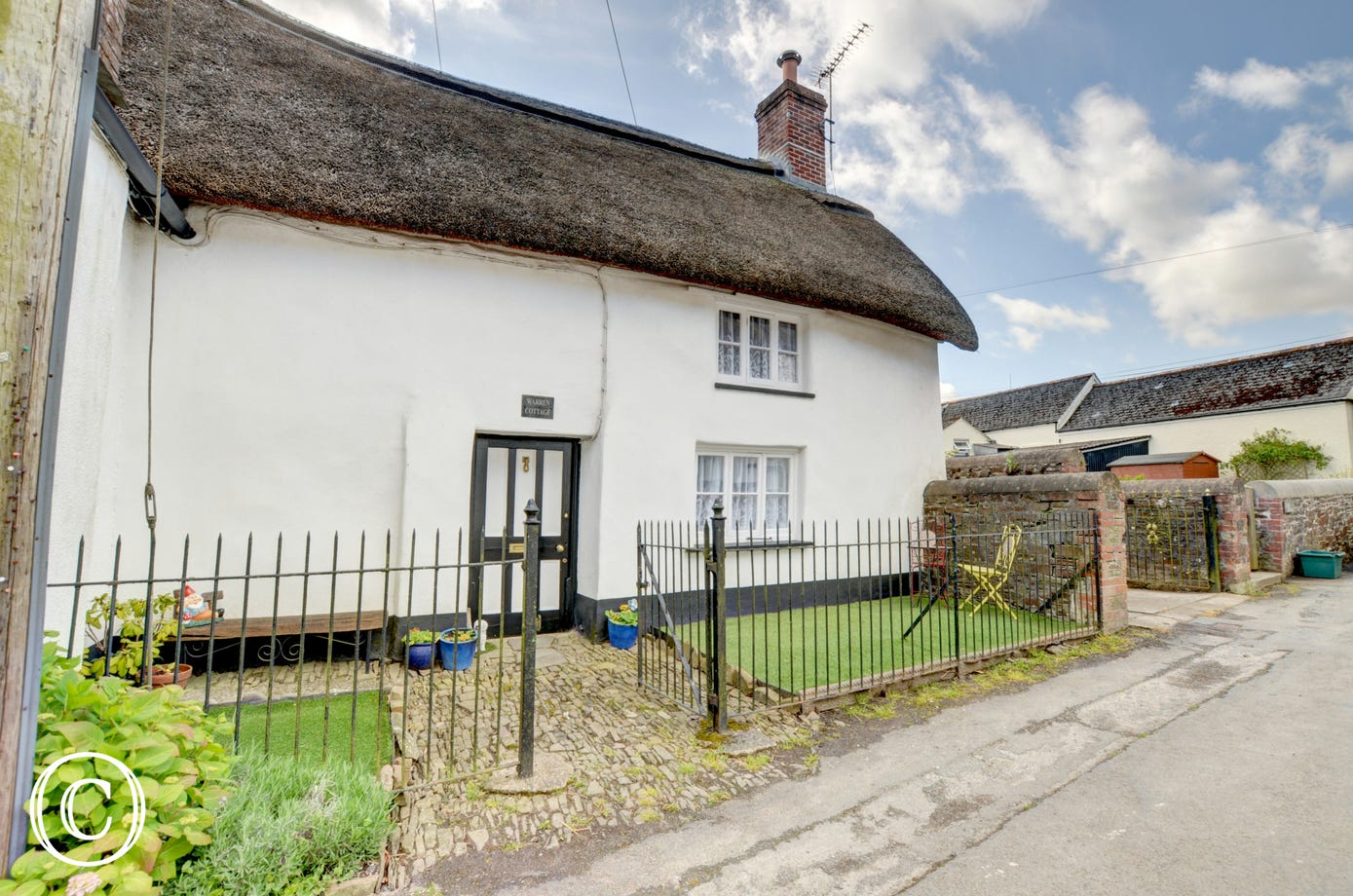 This beautiful thatched cottage is set in the heart of the village of Dolton, in rural mid Devon