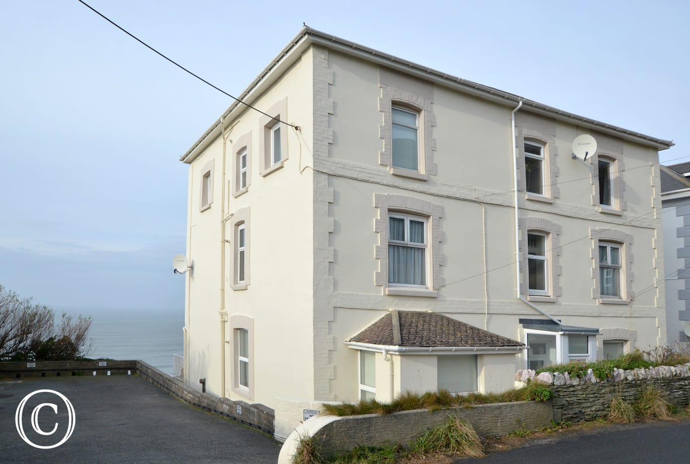 Glenhaven is a second floor apartment located between the award winning beach resort of Woolacombe and the historic hilltop village of Mortehoe
