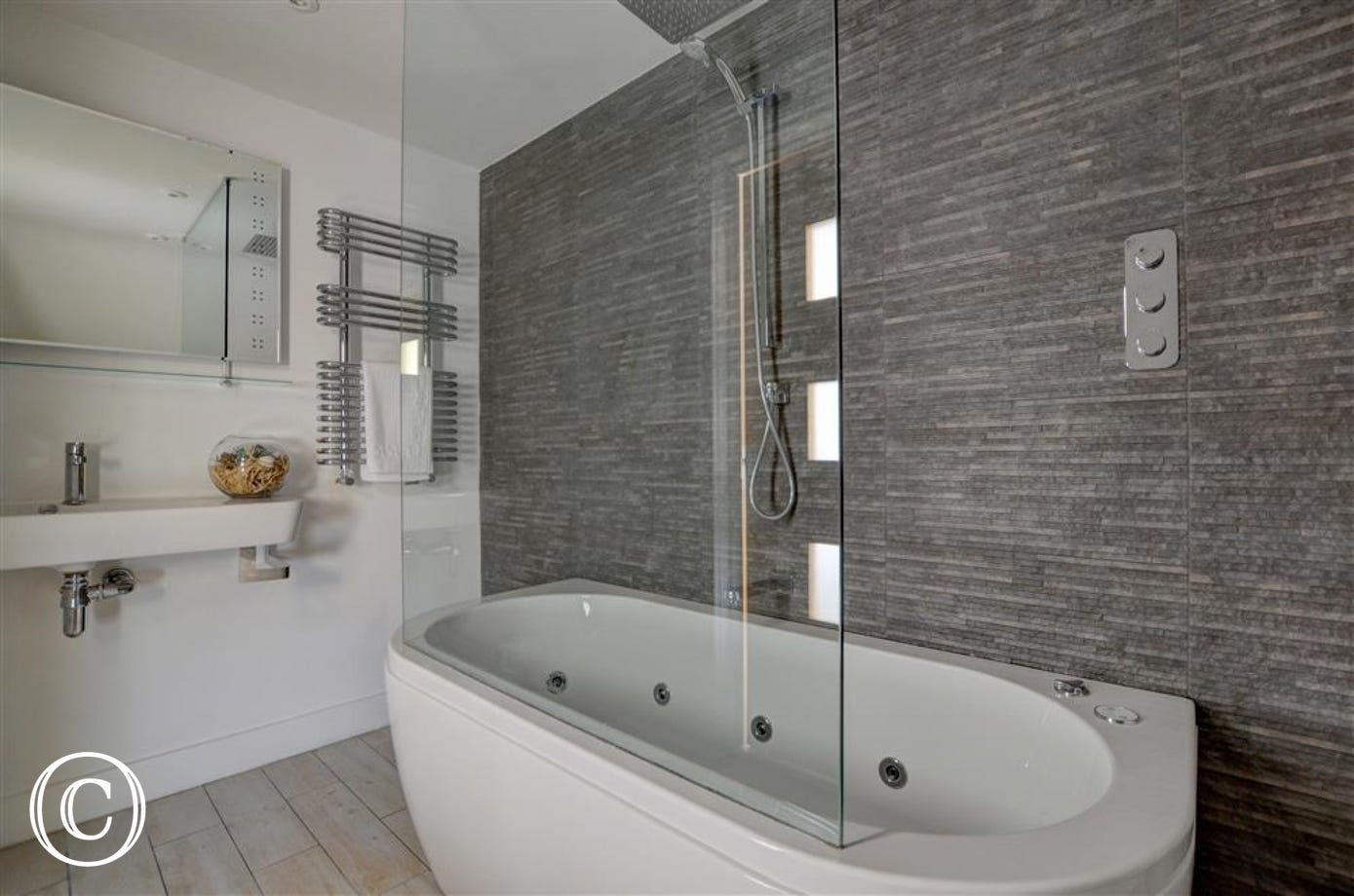 Magnificent ensuite bathroom with spa bath