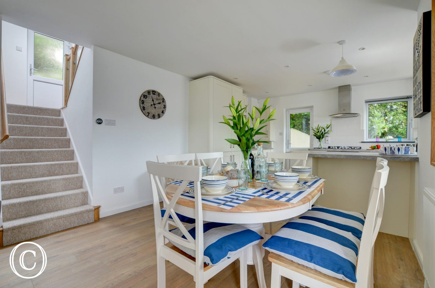 Fabulous dining area with plenty of space to entertain 6 people