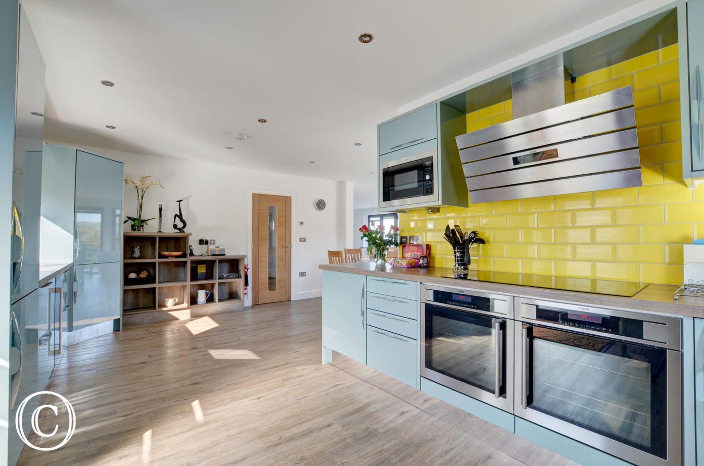 The beautifully spacious and very well equipped kitchen