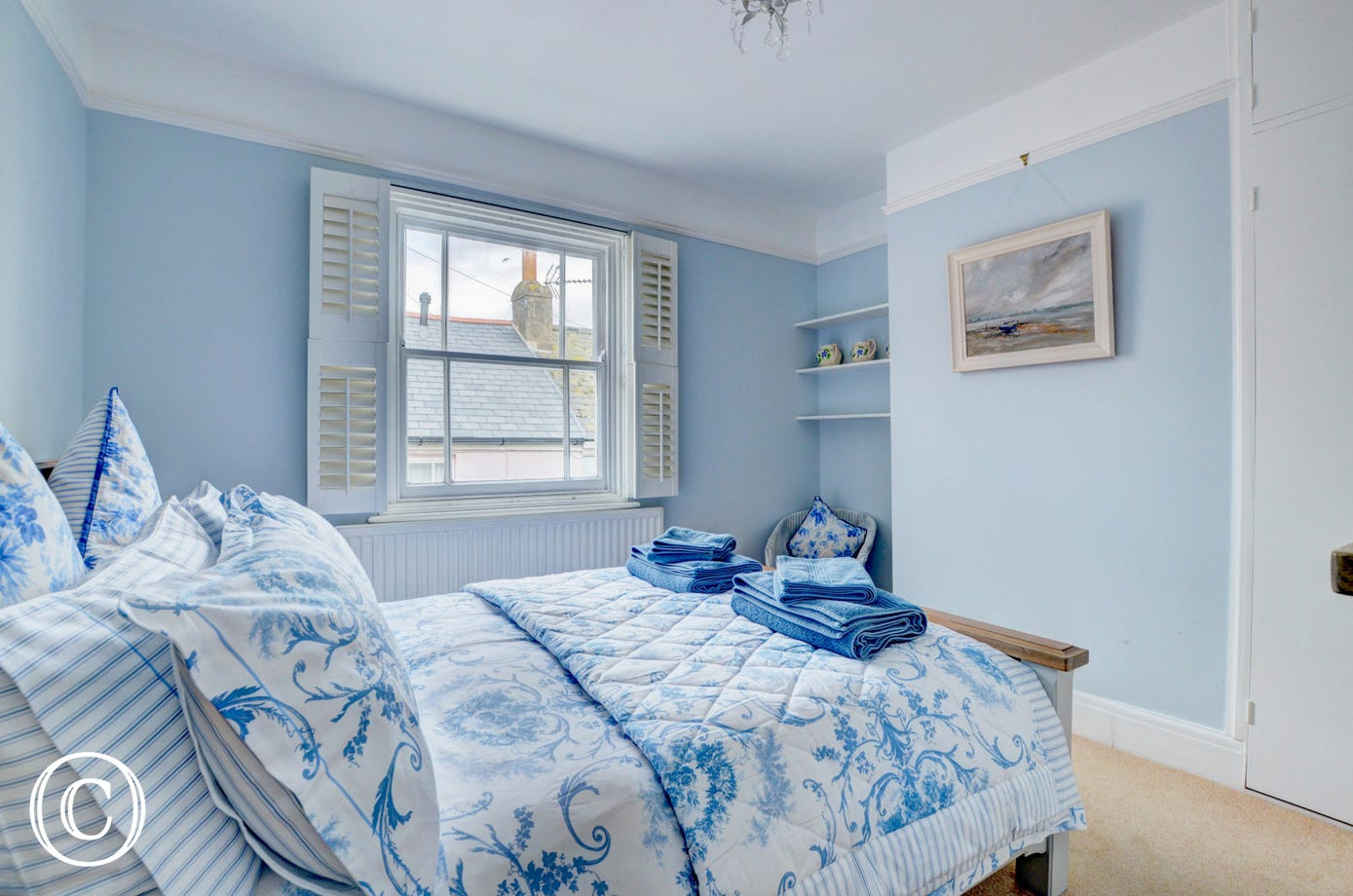 Relaxing colour scheme in the master bedroom