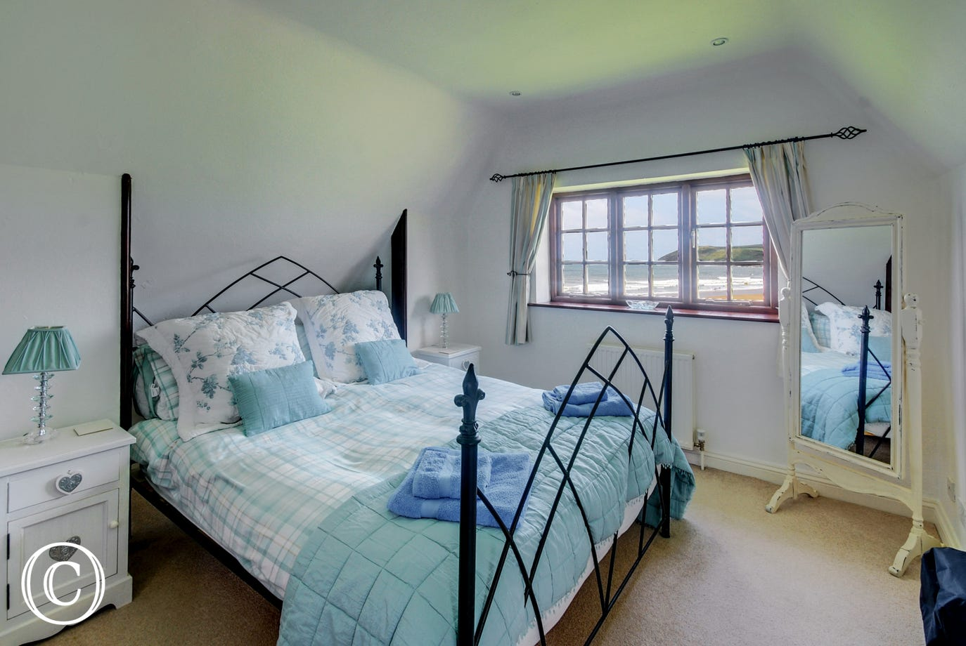Pretty master bedroom with double bed and superb sea views!