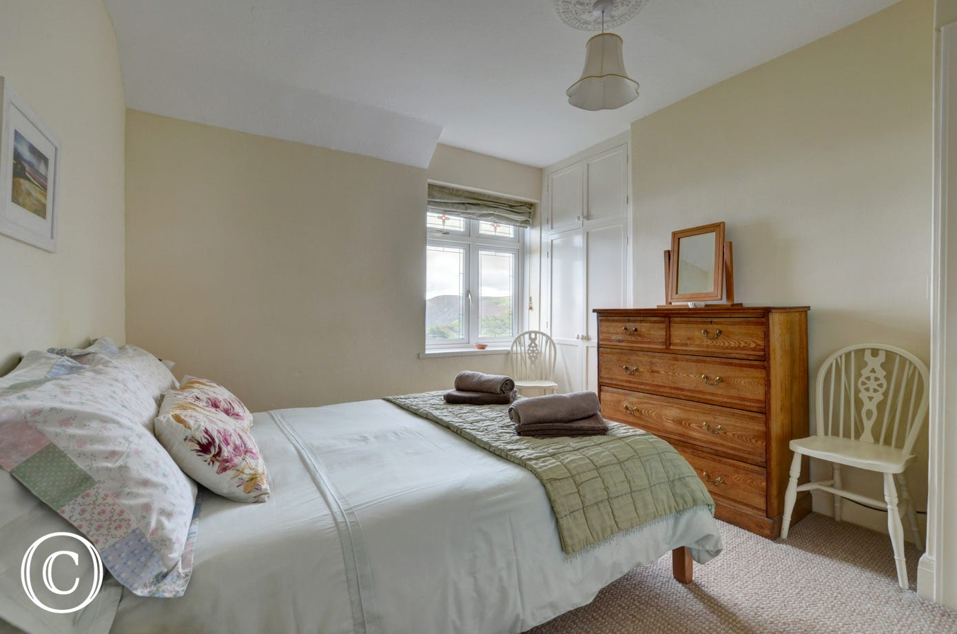 The double bedroom has a large ensuite bathroom with underfloor heating