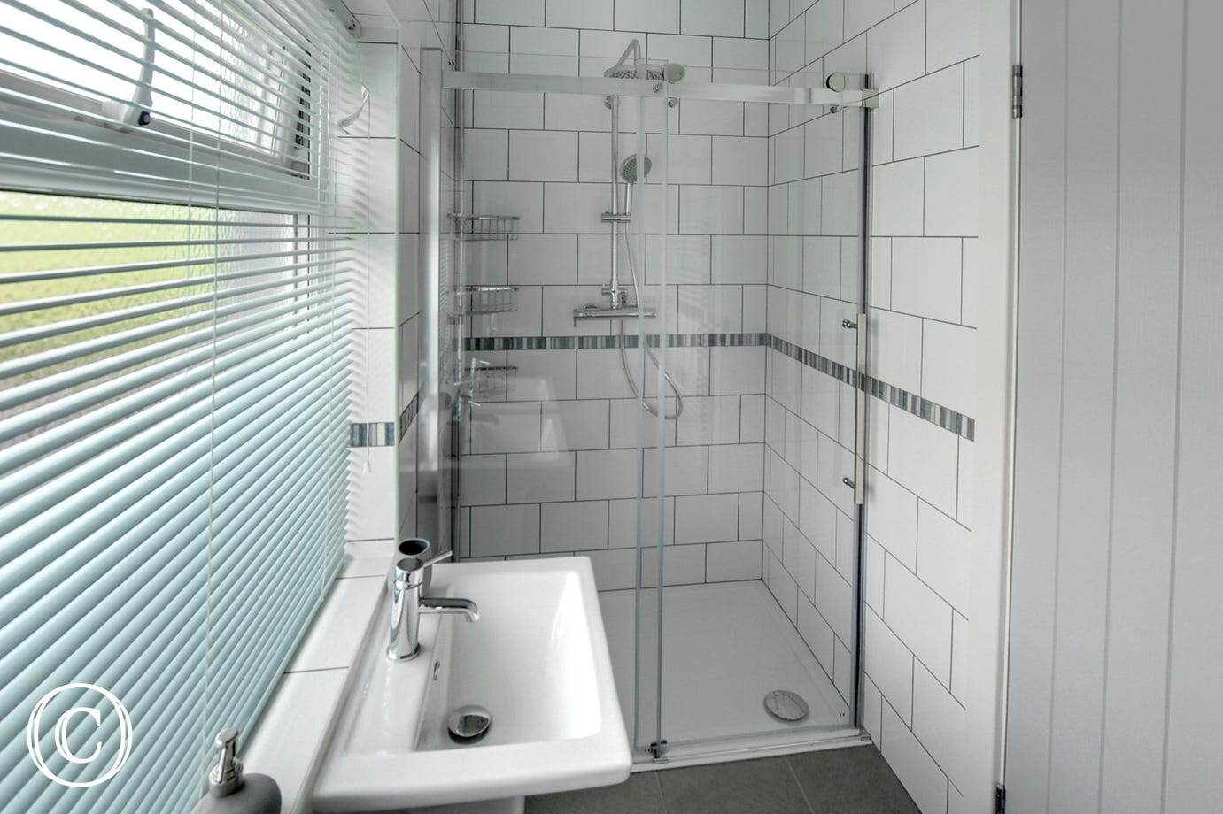 Shower room with WC and two wash basins