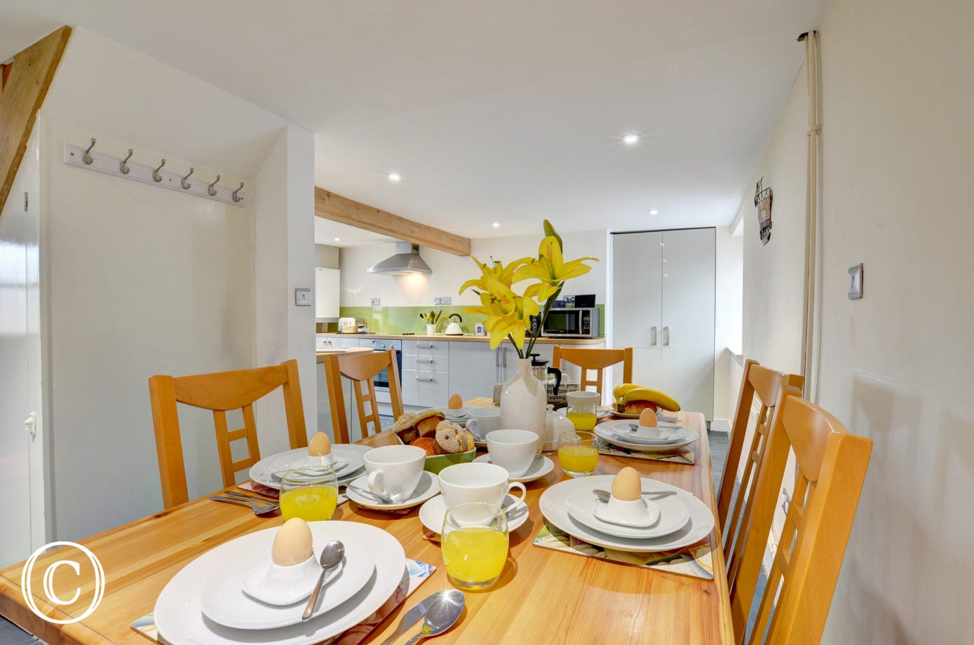 Kitchen and breakfast room, an ideal place to get together and plan the day ahead