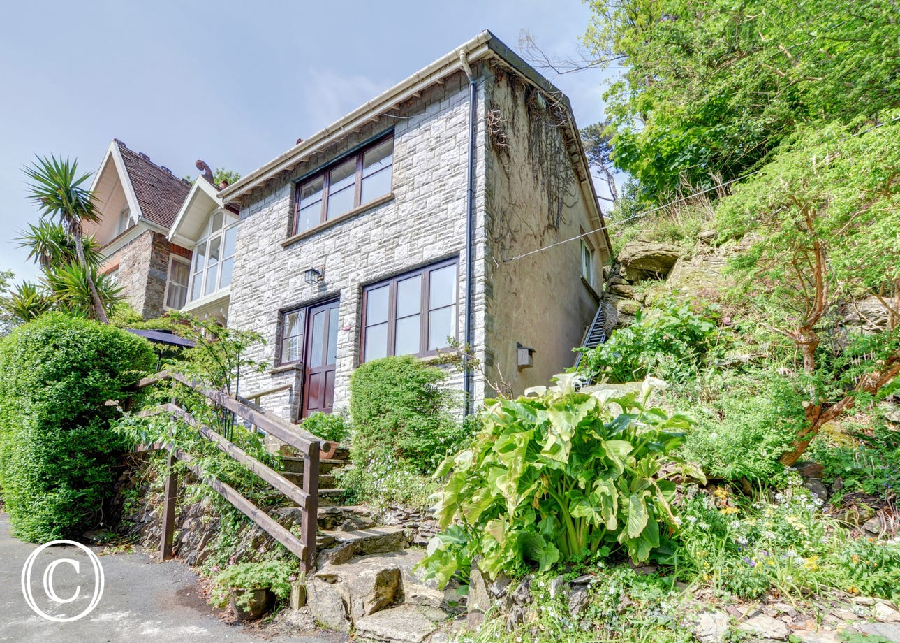 Situated in an elevated position above the village with local amenities within an exhilarating downhill walk