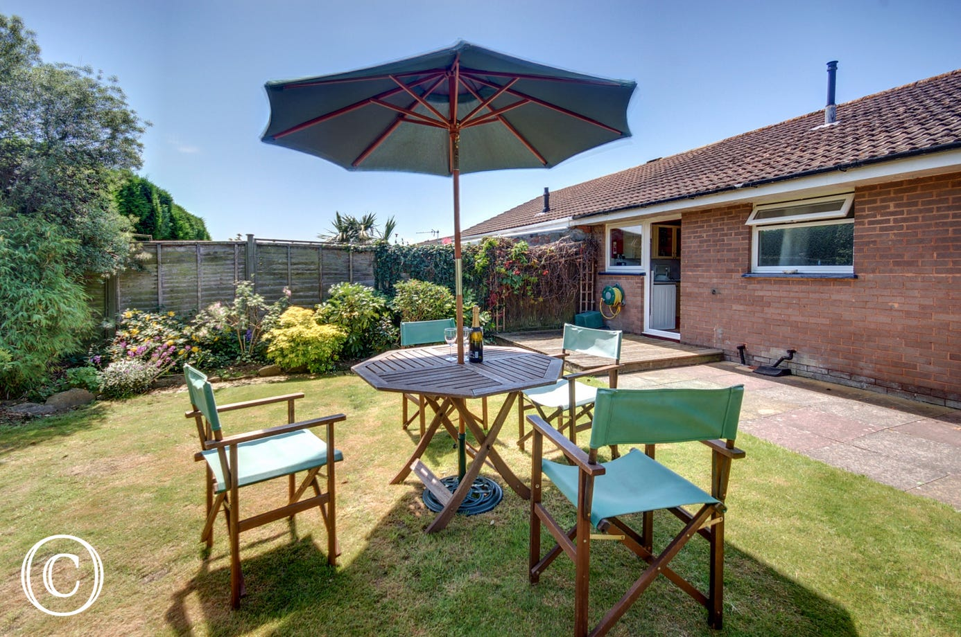 Enjoy al fresco dining together in the garden