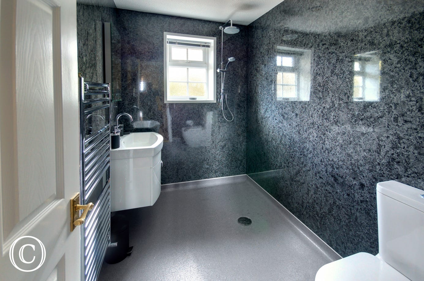 Large wet room with power shower