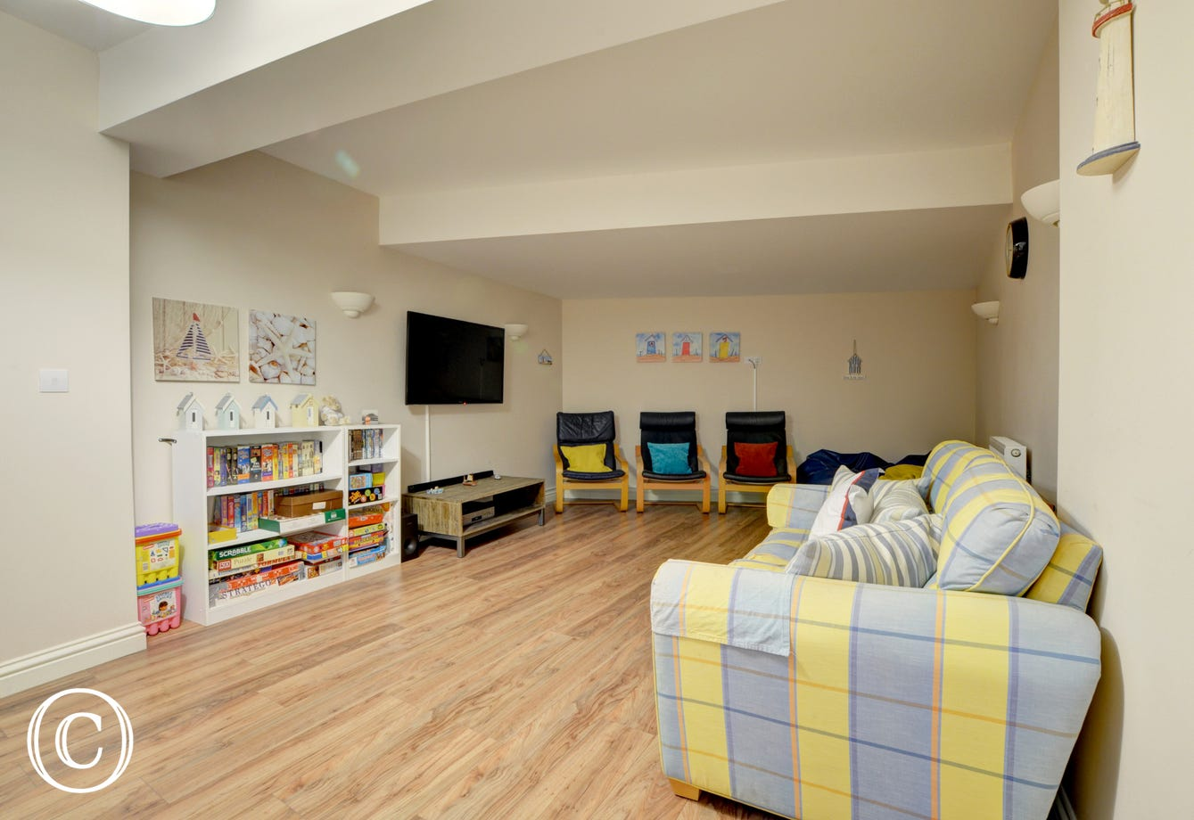The property benefits from a second sitting room, ideal for children and teenagers!