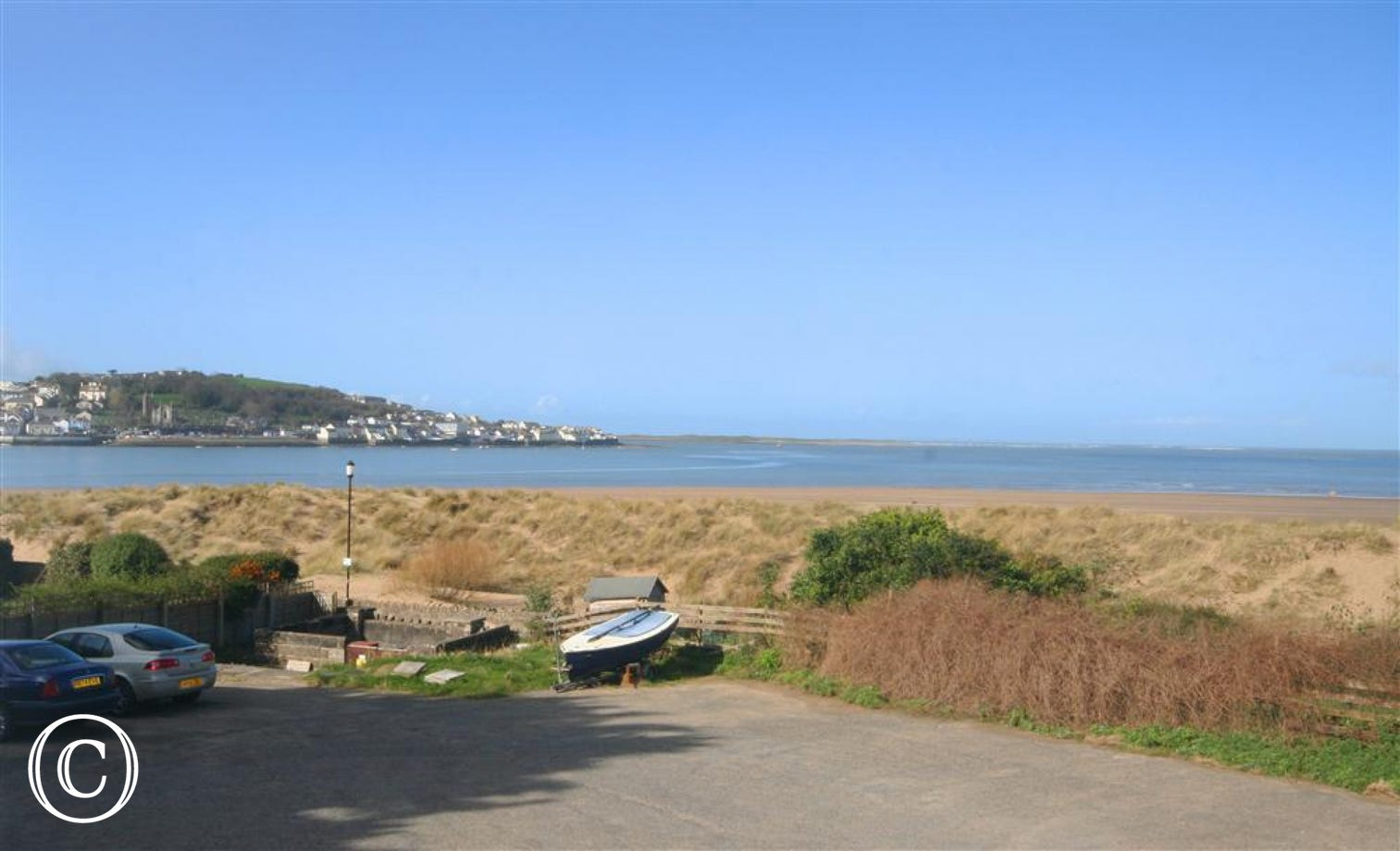 Flora Cottage overlooks Instow beach and has views over to Appledore